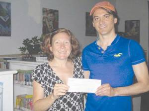 Gretchen Graves of GES received an unexpected $500 donation from Greenworks Recycling coordinator David Esteppe